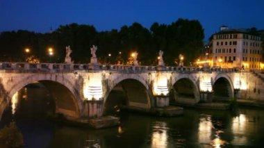 People walk along Sant Angelo Bridge at night — Stock Video