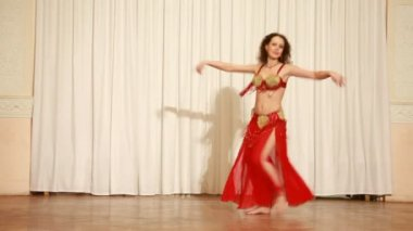Belly dancer in red dress perform at stage — Stock Video