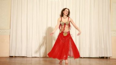 Barefoot female dancer in red dress spins during performance — Stock Video