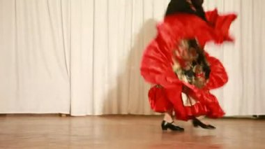 Gypsy female in red dress perform traditional dance — Stock Video