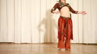 Female dancer in brown moves plastically with knifes — Stock Video
