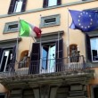 Stock Video: Wall of building with balcony it is fitted flags of Italy and EU