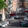 Town street from above, many cars parked on each side, pedestrians walk — Stock Video