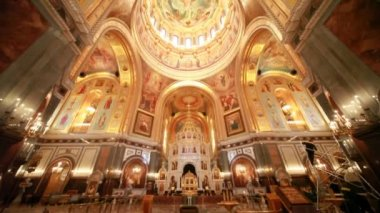 View goes from floor to roof inside a Cathedral of Christ the Saviour — Stok video