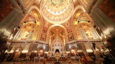 Vista va dal pavimento al tetto all'interno di una cattedrale di cristo salvatore — Video Stock