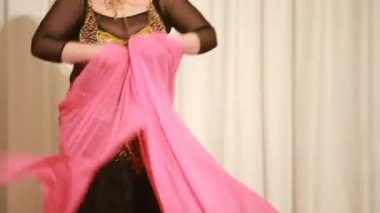 Belly dancer in black dress perform on stage — Stock Video