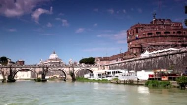 ROME - JULY 2: Sant Angelo Bridge and Sant Angelo Castel — Stock Video