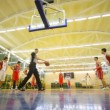 Basketball players makes penal throws in Russian State University of Physical Education — Vidéo