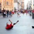Guy dances breakdance in city center — Stock Video