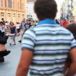 Guy is spinning on his head in city center — Vídeo Stock