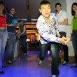 Man throw ball and his friends rejoice to success in bowling club — Vídeo Stock