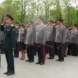 Officers of Ministry of Internal Affairs conduct the wreath-laying ceremony — Stock Video