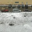 Parking in city during snow storm, view from window — Vídeo de stock
