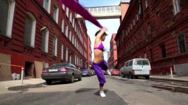 Girl dances in modern style with cloth on street — 图库视频影像