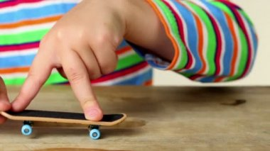Two fingers on fingerboard trying to do simple trick — Stockvideo
