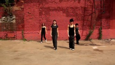 Four girls start dance, then circle walk and back to first position — Stock Video