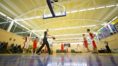 Basketball players makes penal throws in Russian State University of Physical Education — 图库视频影像