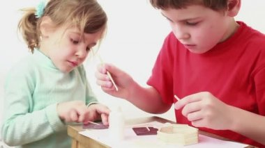 Two kids building match house — Stock Video