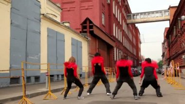 Dance team dance synchronously in modern style — Stock Video
