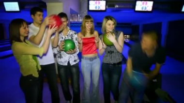 Six friends stay and laugh with balls in bowling club — Stock Video