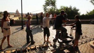 Operator and actors shooting episode of film near Villa Medici — Stock Video