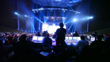 People sit at Big Digit - 2011 awards ceremony — Stock Video