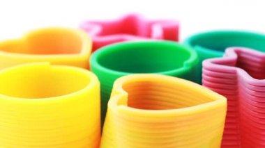 Sette sorgenti-giocattoli in forma di anelli, cuori e stelle ruotano — Video Stock