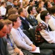 Listeners in hall attentively look at conferences and write down — Vídeo Stock