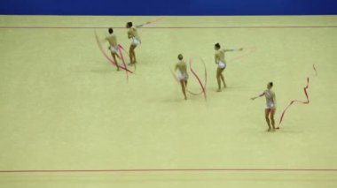 Display of gymnasts with ribbons at 30-th rhythmic gymnastics world championships — Stock Video