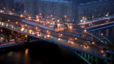 Street and bridge traffic on third transport ring at winter night in Moscow — Stock Video