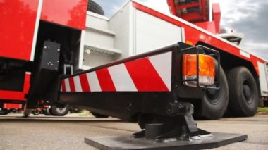 Foot of support of fire-engine with light alarm system side view — Stock Video