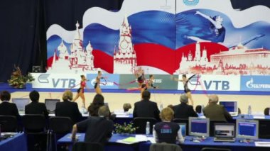 Presentation of gymnasts with ribbons in rhythmic gymnastics world championships — Stock Video
