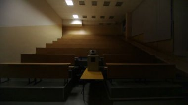 Light turned off, and then switched on, in empty lecture auditorium — Stock Video