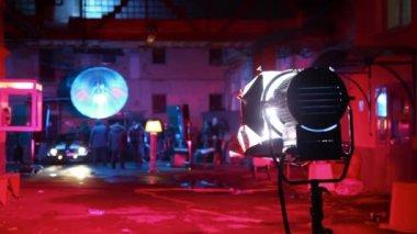 Araba oluşturmak küme sokak lambaları ışık altında — Stok video