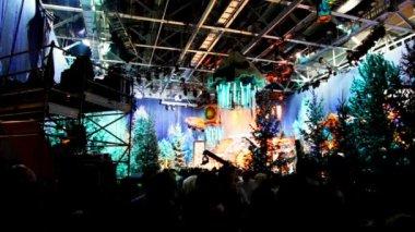 Paviljoen op televisiestudio bereidt om te schieten kerstmis tv-shows — Stockvideo