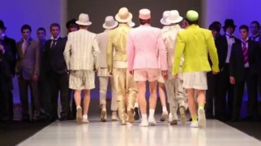 Backs of men wear light suits from Slava Zaytzev walk the catwalk — Stock Video