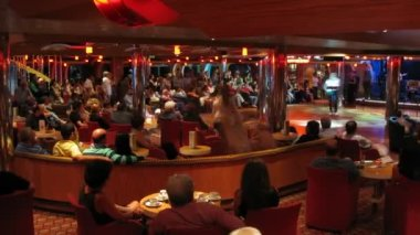 Performance in bar on board of cruise ship — Stock Video