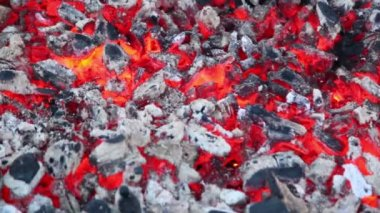 Smoldering embers with small amount of smoke and fire — Stock Video