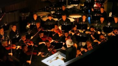 Orchestra in pew plays under direction of Evgenie Samoilov at New Opera Theatre — Stock Video
