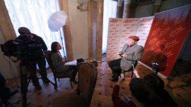 Popüler aktör aleksandr filippenko film usta ile margarita hakkında röportaj — Stok video