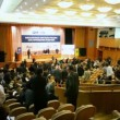 People stand up and go out from Financial Forum Russias financial system the future of post-crisis — Stock Video