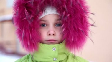 Little girl in fur hood buttoned at collar — Stock Video