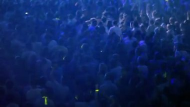 Audience dance at rave party — Stock Video