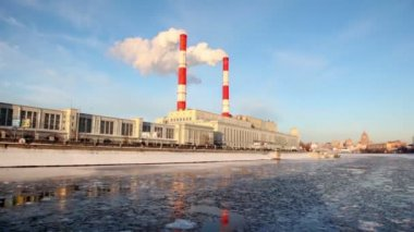 Thermal power station on Moscow River — Stock Video
