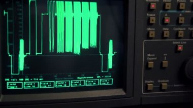 Curve appear on screen of oscilloscope, hand push some buttons — Стоковое видео