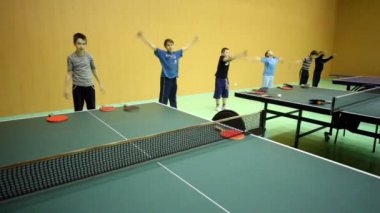 Several boys warm up before training in ping-pong — Stockvideo