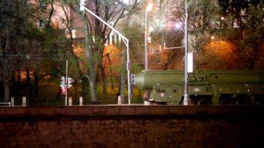Fusée de roulement cortège de quai du kremlin de Moscou — Vidéo