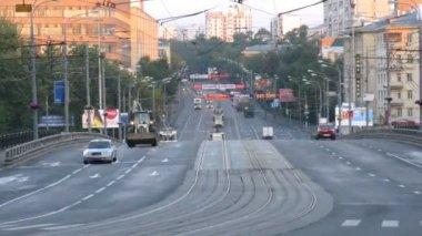 Vehicle traffic at morning in Preobrazhenskoye District — Stock Video