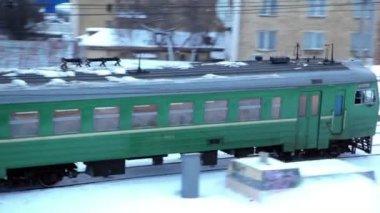 Train moves at industrial zone near Baumanskaya station — Stock Video