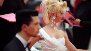 Controllo uomo e donna acconciatura della giuria al xvii festival internazionale di bellezza 2010 — Video Stock